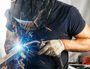 Shutterstock 676323751 - Fémipari szakmunkás